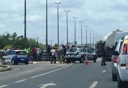 VEJA VÍDEO: Guarda municipal sofre acidente e motorista do carro foge do local