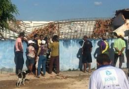 Caixa d'água desaba sobre escola e mata duas crianças