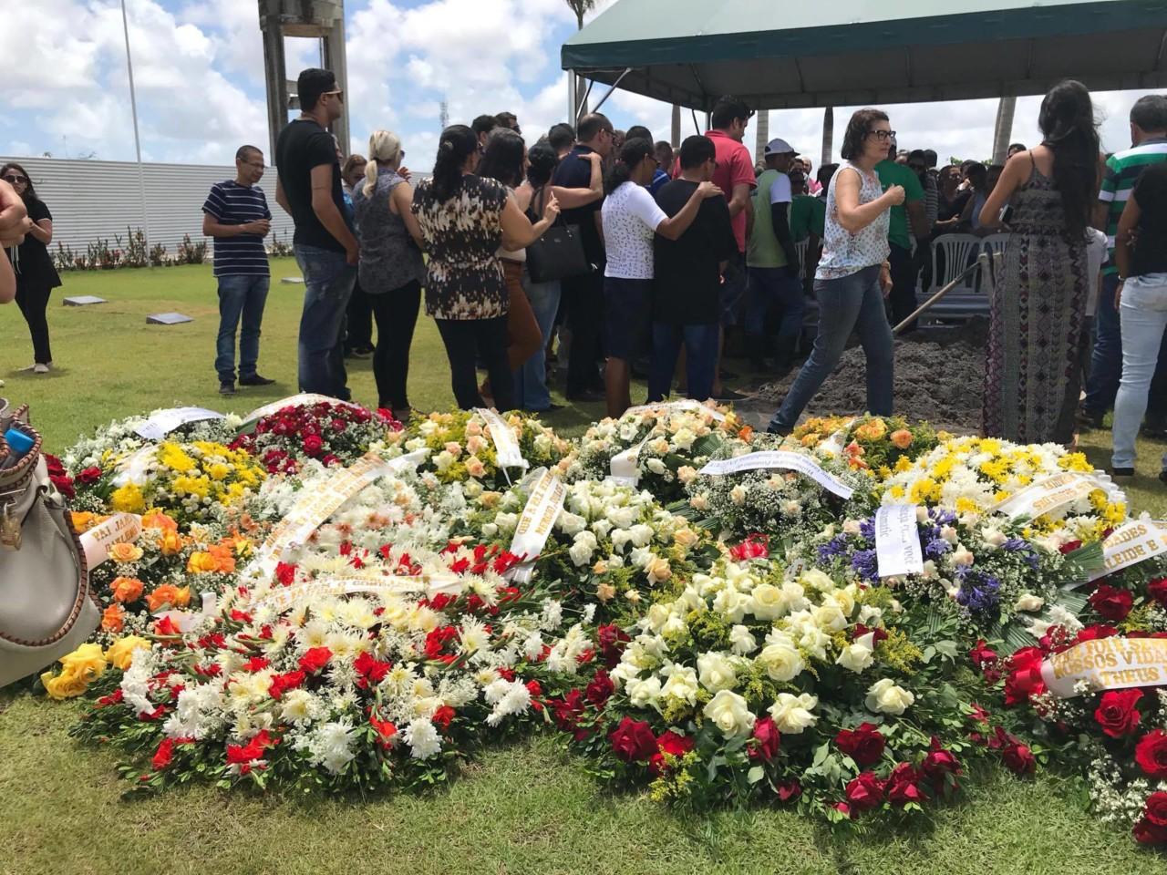 24115533 1637755926280567 329212594 o - VEJA VÍDEOS: Sócio de empresário assassinado diz durante sepultamento que 'gabinetes bacanas de Brasília' deixam população à mercê de bandidos