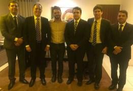 Um dia após deixar prisão, Berg Lima se reúne com banca de advogados de peso