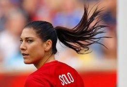 Hope Solo diz que foi vítima de abuso sexual de Blatter em festa da Fifa