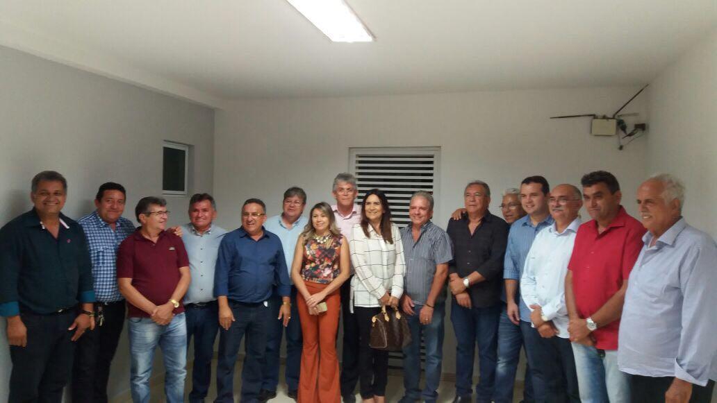 encontro prefeitos - Treze prefeitos do PMDB declaram apoio a João Azevedo coordenados por Nabor