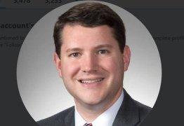 Deputado estadual anti-LGBT renuncia nos  após sexo gay em seu gabinete