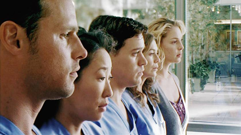 greys anatomy elenco - TRAILER: 'Grey's Anatomy' fará homenagem ao quinteto original no 300º episódio