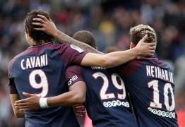 Com salto de Neymar, trio MCN do PSG supera início do MSN no Barça