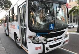 Engavetamento com três ônibus deixa feridos na principal avenida de João Pessoa