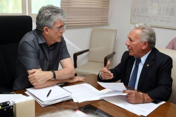 rc e jose 696x464 - José Aldemir diz que governo está com 'conversa fiada' sobre o repasse do SAMU