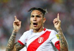 Suspenso por doping, Guerrero vibra com classificação do Peru para Copa: 'Sonho'