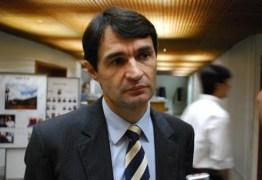 Romero Rodrigues diz que não vai se submeter a pressão para lançar sua candidatura a governo do estado