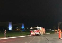 Espetacular perseguição policial a caminhão dos bombeiros na Esplanada -VEJA VÍDEOS