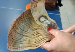 Catador acha dinheiro venezuelano no lixo, mas não consegue trocá-lo