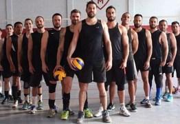 Time gay de vôlei tem ajuda de campeãs olímpicas e tenta disputar Mundial -VEJA VÍDEO