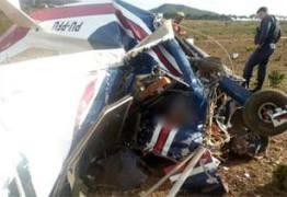 Filho morre em queda de avião depois de colidir no ar contra a aeronave do pai