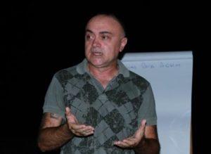 diretor filme retão 300x219 - Diretor de filme gravado no retão pede compreensão dos moradores de Manaíra por corte no fornecimento de eletricidade