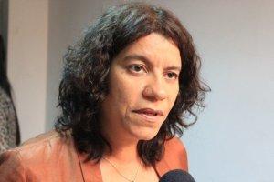 estela bezerra 300x200 - Deputada Estela Bezerra se solidariza com famílias das vítimas da Escola Estadual Raul Brasil, em Suzano