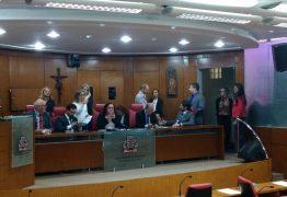 """Oposição ocupa Mesa da Câmara para evitar que situação """"tratore"""" votação da LOA"""