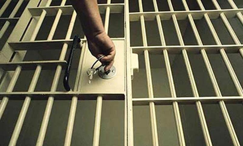 preso - Cerca de 30 mil presos passarão fim de ano em liberdade, entre eles Jatobá e Richthofen