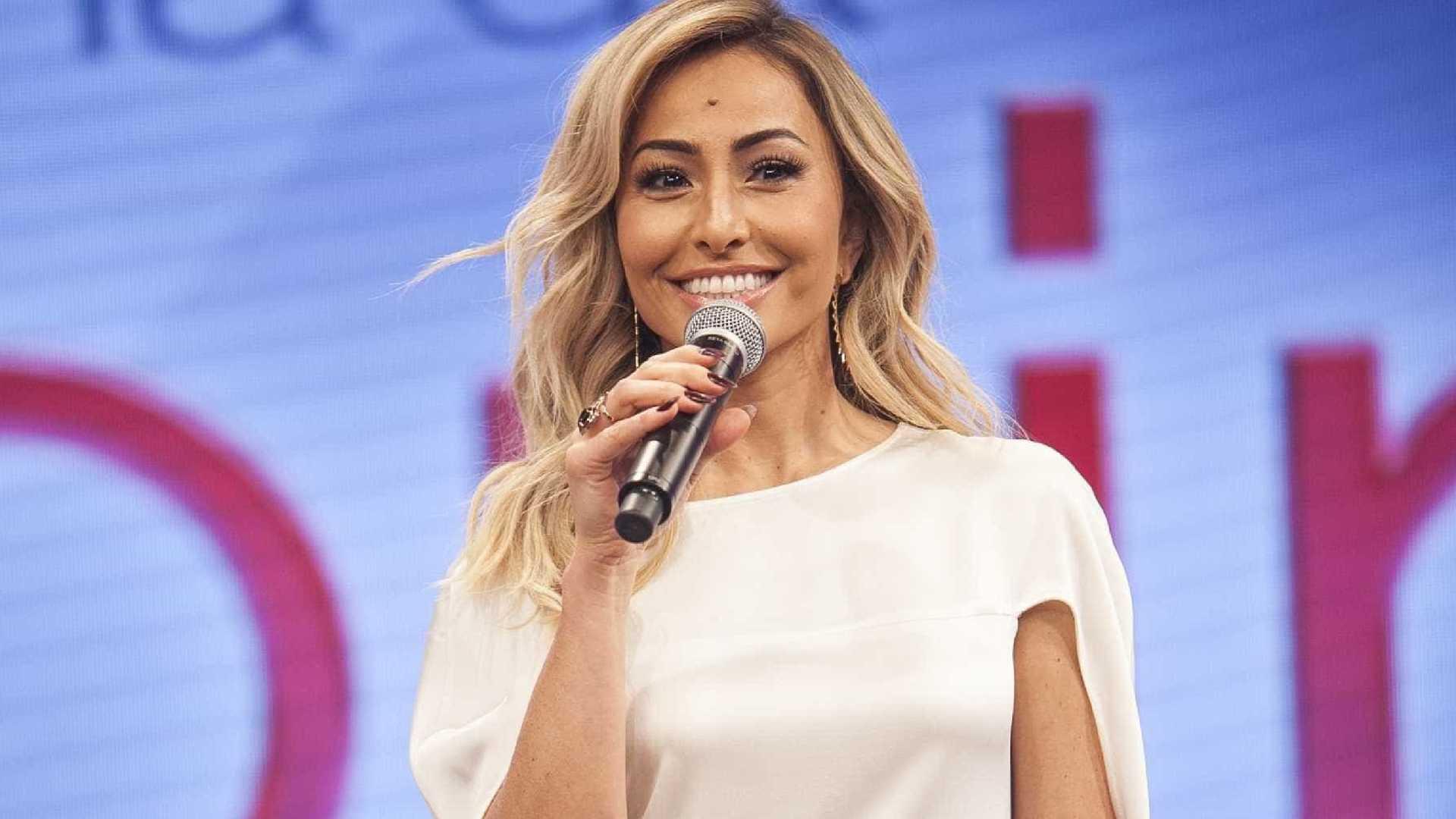sabrina sato - Futuro de Sabrina na Record provoca tensão em equipe do programa