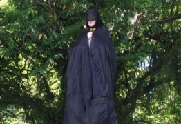 Imagem de santa aparece vestida de Batman