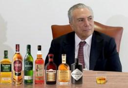 Alcoólicos anônimos: Presidência paga bebida no cartão corporativo e oculta gasto