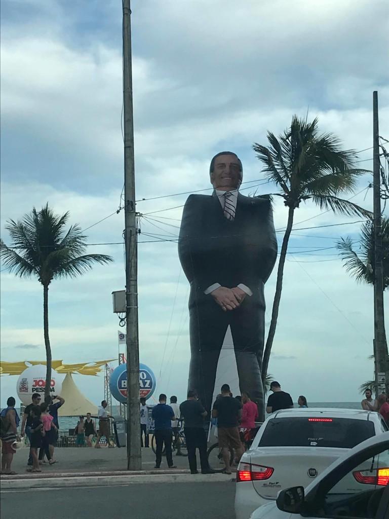 """27484757 1704352466287579 805352201 o - Bolsozord de 12 metros """"invade"""" praia de João Pessoa e atrai público da direta"""