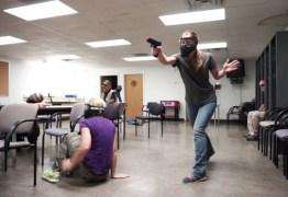 Após 11 ataques a tiros em escolas, EUA debatem se professores devem portar arma na sala de aula