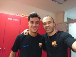 DTGuApiVMAATyOj 300x225 - Coutinho ganha selfie com o ídolo Iniesta no seu primeiro dia no Barcelona
