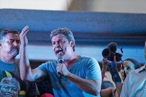 """DUY5iynXUAADKGk 300x200 - PERIGO:  Lindbergh prega """"desobediência civil"""" à condenação de Lula; """"Rebelião cidadã, enfrentamento social e o povo nas ruas""""- VEJA VÍDEO"""