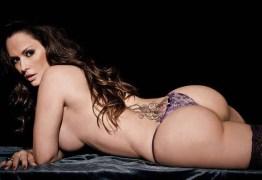 Nubia Olliver faz topless em ensaio e fala da sua ausência no carnaval – CONFIRA