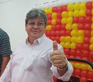 azevedo 300x266 - OUÇA: Ricardo garante autonomia a João Azevedo para formar chapa