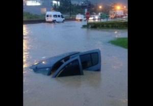 carro 300x209 - Santa Catarina registra três mortes e reforça estado de alerta