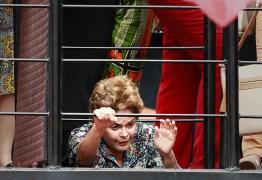 """""""É um processo de perseguição política"""", afirma Dilma em ato pró-Lula"""