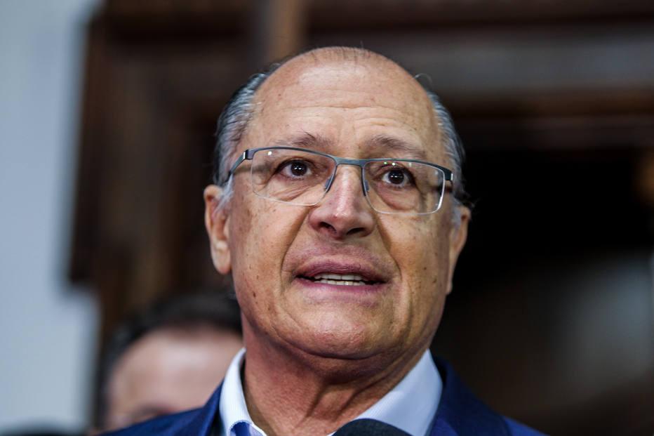 Candidaturas folclóricas não resistem ao 2º turno, diz Alckmin
