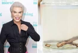 Em programa britânico, Ken Humano mostra as costelas que extraiu