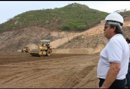 João Azevêdo realiza vistorias em obras de barragens no sertão paraibano