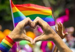 Orgulho LGBT promove hashtag contra homofobia no 1º dia da Copa da Rússia