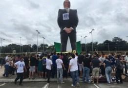 BOLSOZORD: Caravana do boneco gigante do Bolsonaro chega em João Pessoa