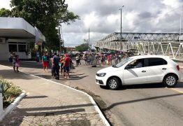 Protesto por moradias interdita trânsito em frente ao Centro Administrativo da Capital