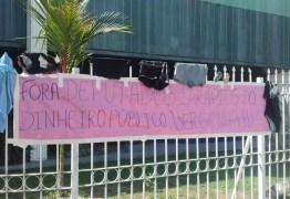 """População doa roupas a deputados estaduais contra criação de """"auxílio-vestimenta"""""""