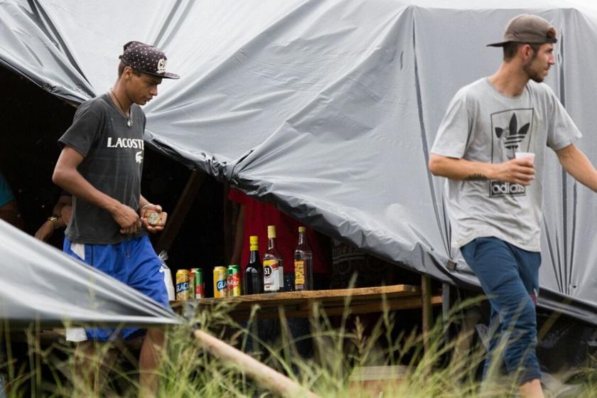 venda de bebidas - Boa ideia? Ambulantes vendem 51 em acampamento pró-Lula no RS