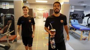 xphilippe coutinho 2.jpg.pagespeed.ic .OdZ0  mkPA 300x169 - Coutinho ganha selfie com o ídolo Iniesta no seu primeiro dia no Barcelona