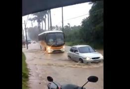 VEJA VÍDEO: Rio transborda e deixa moradores da Baía da Traição ilhados