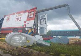 Ambulância do Samu bate forte em poste e 4 ficam feridos -VEJA VÍDEO