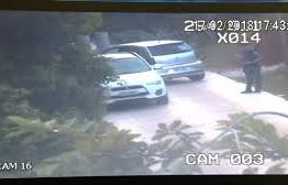 FLAGRANTE: Bancária é presa fazendo sexo oral em menino dentro de carro de luxo – VEJA VÍDEO