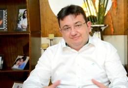VEJA VÍDEO: Polêmico comentarista político tem paralisia facial e pede orações