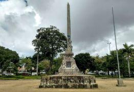 Praça da Independência: população divide espaço com drogas e sexo