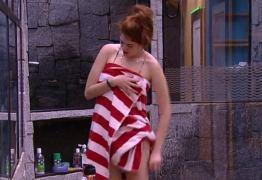 NUDES DO BBB: Ana Paula deixa tolha cair e fica nua