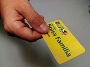 bolsa familia 300x225 - Homem é preso suspeito de agiotagem com cartão do Bolsa Família na PB