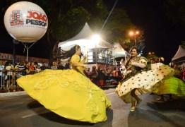 Escolas de samba desfilam no segundo dia do Carnaval Tradição em JP