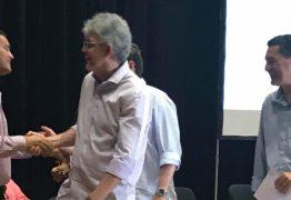 Ricardo Coutinho empossa mil professores e cita Che Guevara para destacar 'revolução' na educação